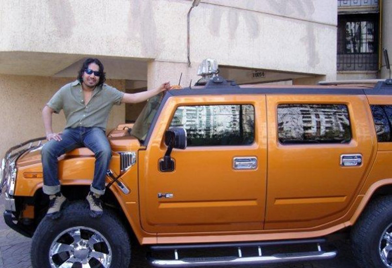 Mika-with-his-Hummer-H2-2f